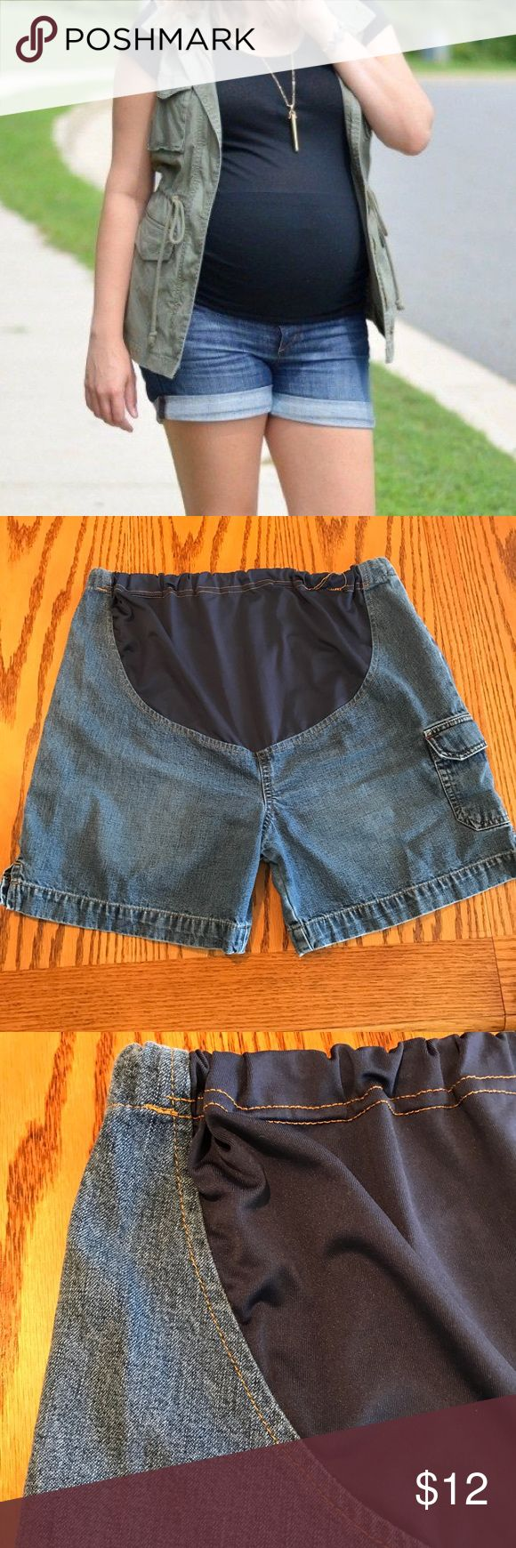 "Old Navy maternity jean shorts. Size medium Old Navy maternity jean shorts. Size medium. Can be worn long 17 1/2"" or rolled. Adjustable pull tabs in the back. Old Navy Shorts Jean Shorts"