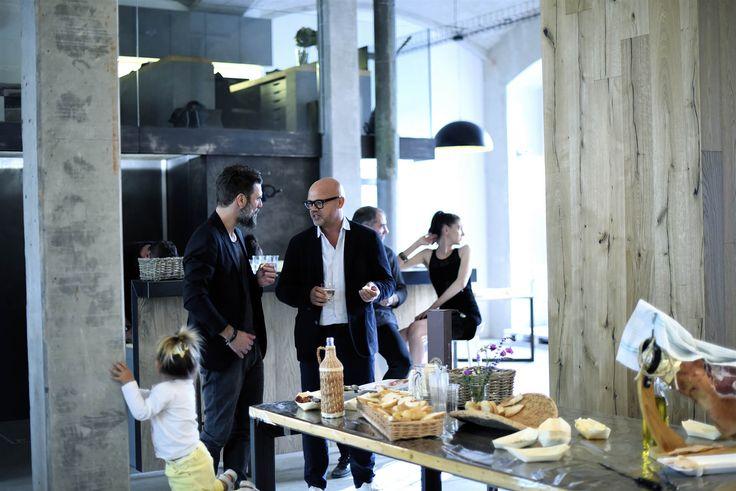 Vladan Běhal Design | Bulldog's kitchen   více na http://www.bulldogskitchen.cz/  #Praha #prague #vladanbehal #design #interiordesign #stools #stool #interior #bulldog #kitchen #food #table #restaurant #light #designlight #productdesign #chandelier #concrete