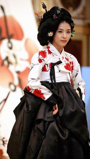 Ha Jiwon in one of her drama's hanbok costumes in which she played a courtesan
