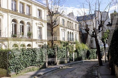 Long walking on Montmartre in Paris - full of new inspiration!
