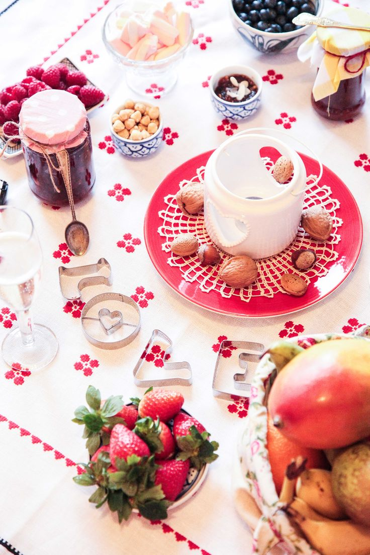Decadent Brunch Table Set Up Ideas | Berries and Spice