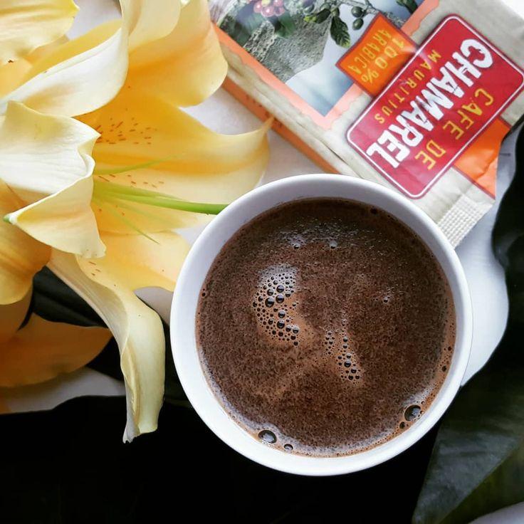 🏖🌴☕ Ganz entspannt ins #Wochenende mit #Kaffee vom kleinsten Kaffee Produzenten der Welt: #Mauritius #Cafe de #Chamarel frisch eingetroffen - traditionell zubereitet. 👉 Mehr zur #Kaffeetradition auf #ileMaurice : http://bunaa.de/de/mauritius/