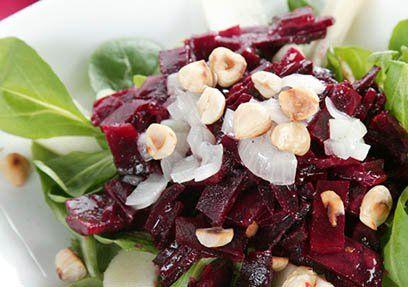 Bietjessalade met peer, ui en hazelnoten   A.Vogel #avogelrecepten