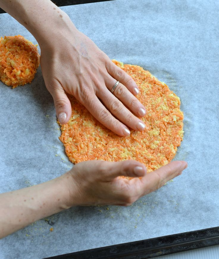 Healthy taco shells made with carrot. Those carrot taco shells will boost your veggie intake while enjoying finger food. Gluten free and low carb.