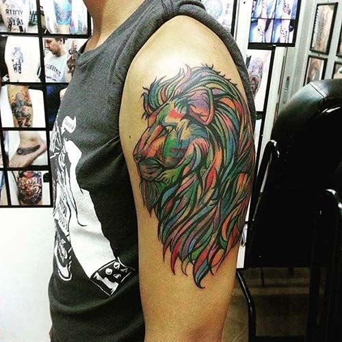 upper sleeve colorful lion tattoo üst kol renkli aslan dövmesi