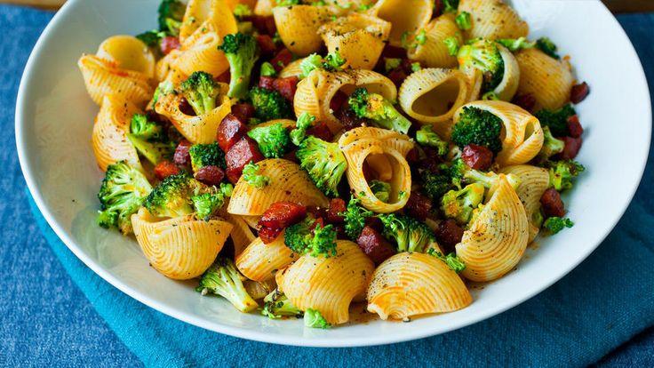 Pasta med brokkoli og chorizo