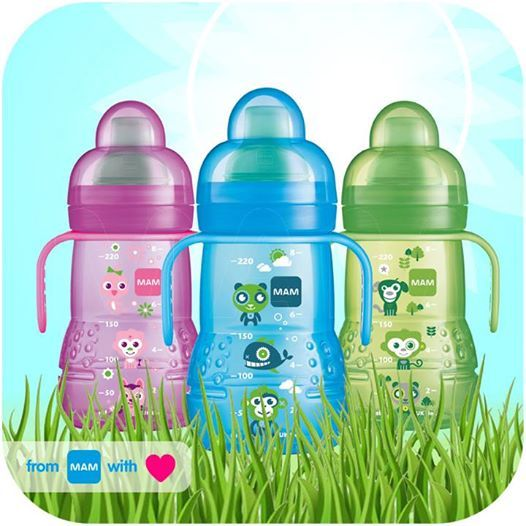 Learning to drink can be so easy! With the stylish MAM Trainer, your baby can decide for themselves how much and how quickly they want to drink. This is because the soft, leak-proof drinking spout ensures a pleasantly even flow of drink. And thanks to the practical grip handles it is particularly easy for little children's hands to hold the cup.