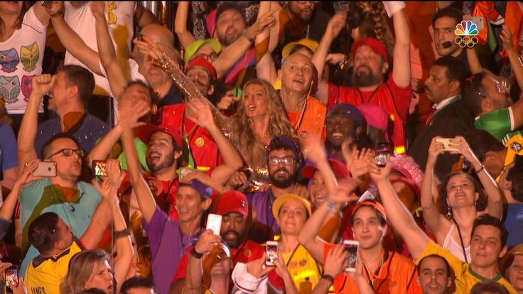 Gisele Bündchen leads Rio crowd in dance party