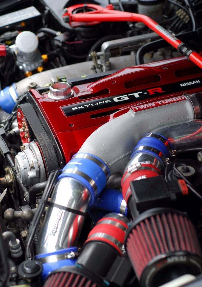 (Nissan Skyline GT-R 34 RB26DETT)...  Motor.- Aparato que transforma en trabajo mecánico cualquier otra forma de energia.