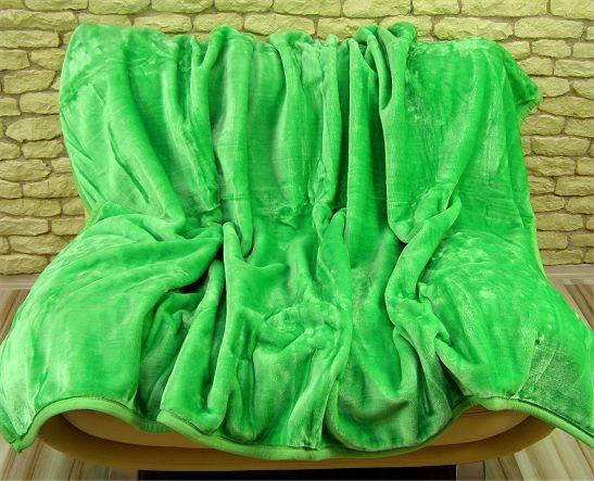 Deka světle zelené barvy s hrubým vláknem