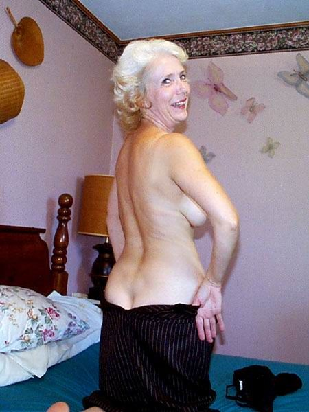 Sexy Older Ladies With Legs Parted 20