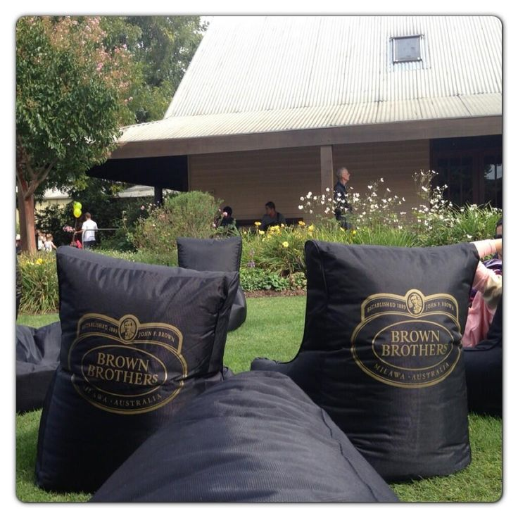 @Melissa Squires Brauer  : Just kicking back on the lawn @Larisa Brown Brothers with @Shelli Moore Cambronero Whitehurst @woollette99 @Paul_Brauer & Dani Venn #proseccotime #Milawa #EasterFestival