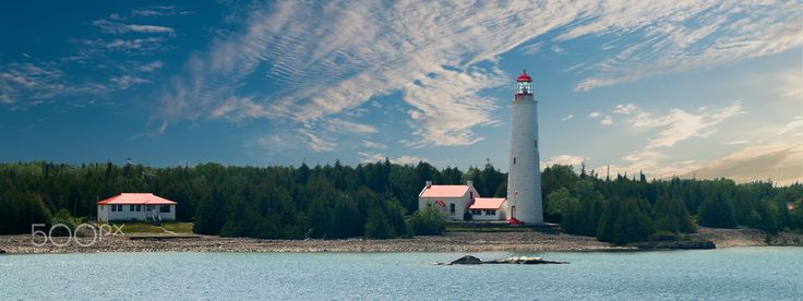 Cove Island Lighthouse Tobermory - Cove Island Lighthouse from ferry panoramic