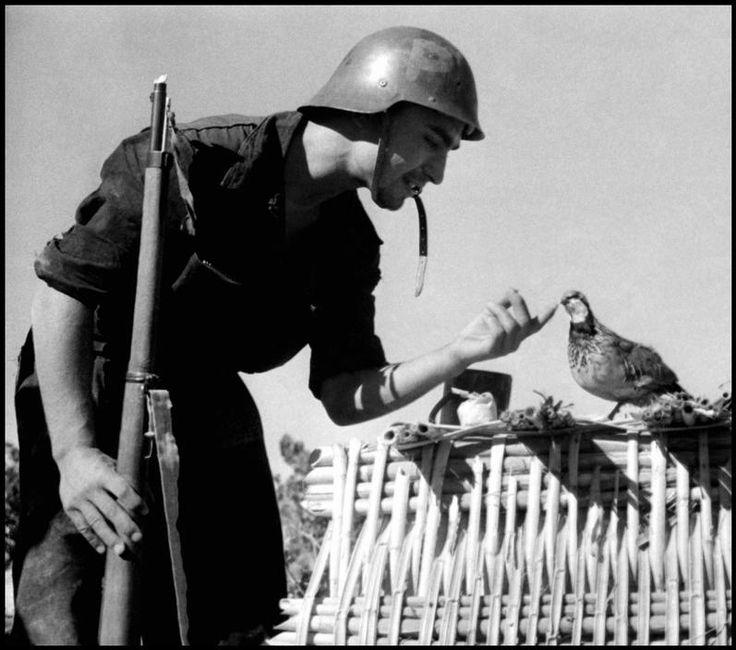 Gerda Taro #photography @Qomomolo © International Center of Photography SPAIN. 1936. Spanish Civil War.