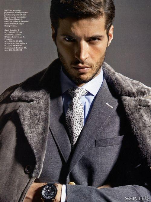 Armando (Leandro Lima). Un hombre de negocios sexy, calculador y frio.