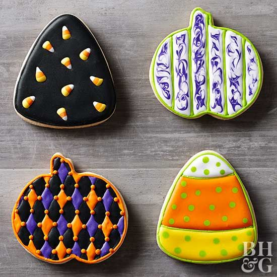 Royal icing is one of our favorite ways to decorate holiday cookies, because there are so many ways to use it!