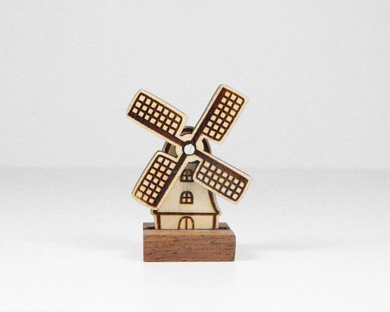 Wooden Dutch windmill with rotating blades by rosesarerednl
