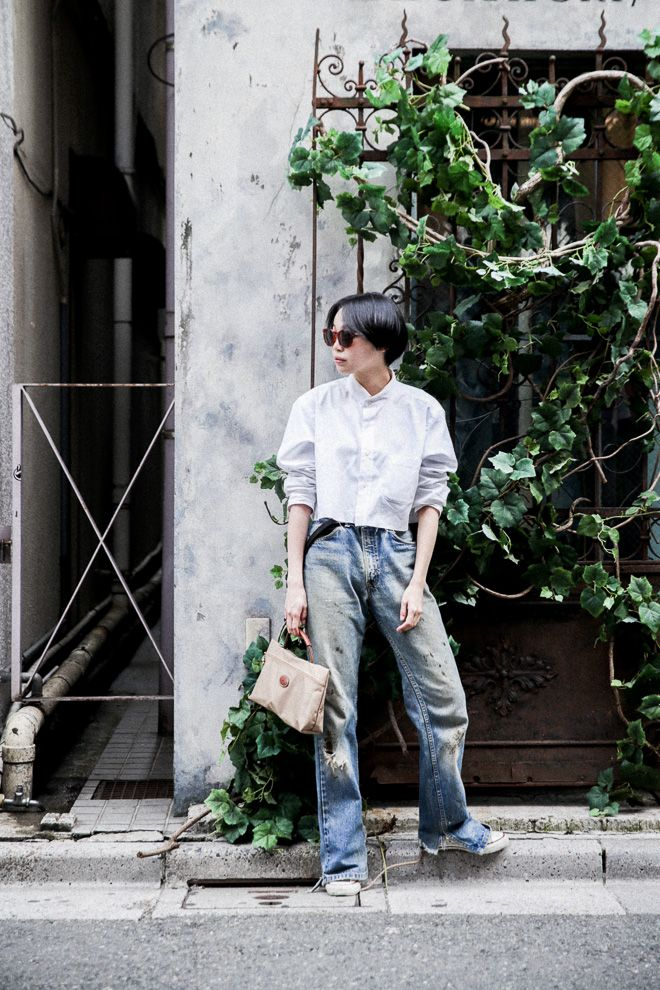 Street Style of Tokyo. Wearing: Levi's Jeans /LONGCHAMP bag /CONVERSE shoes | Fashionsnap.com