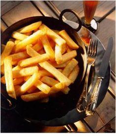 La recette des Frites belges ? - Peler et laver de grosses pommes de terre bintjes. - Les couper en bâtonnets de 1 cm de côté, le plus régulièrement possible. - Pour faire de bonnes Frites, il faut: les...