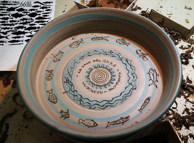 Antoni Batzu - Piatto Mare. #pottery #sea #ceramics #sardinia #artesarda #costasmeralda #arredamento #seafood #fish #handmade #artigianato #madeinitaly #mediterranean
