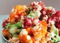 Barevný sladký popcorn