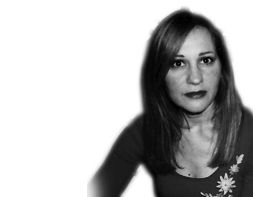 Sara Ribeiro - Coach Certificada pela International Coaching Community (ICC). Licenciada em Gestão de Empresas, com especialização na área de Marketing, pelo Instituo Superior de Economia e Gestão (ISEG), da Universidade Técnica de Lisboa. Gosta, entre muitas outras coisas, de fotografia e viajar, cinema e leitura, verdade e autenticidade.