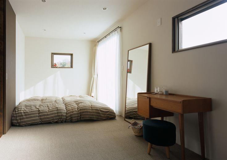 心地よい風を直接楽しめる、マットレスを直置きにした主寝室