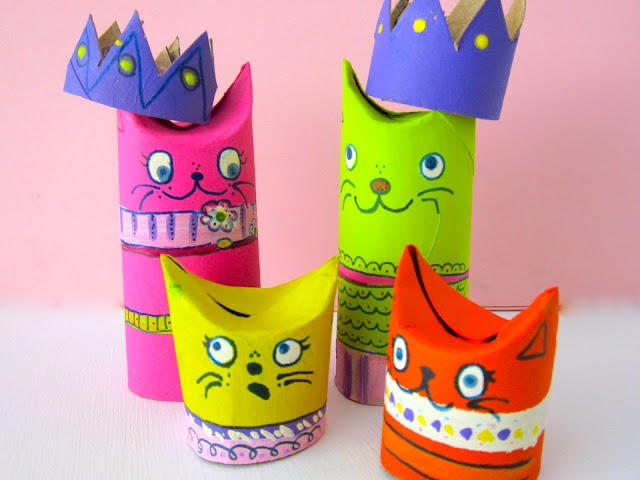 Gatos hechos con tubos de papel higienico.  (Toilet Paper Roll cats with crowns)