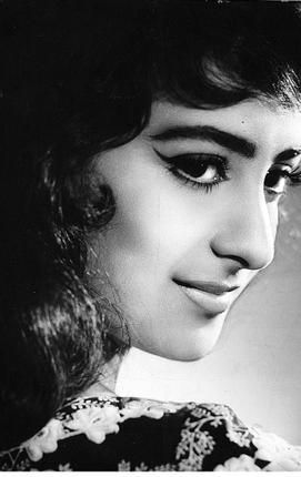 Best 25 vintage bollywood ideas on pinterest waheeda for Saira banu granddaughter