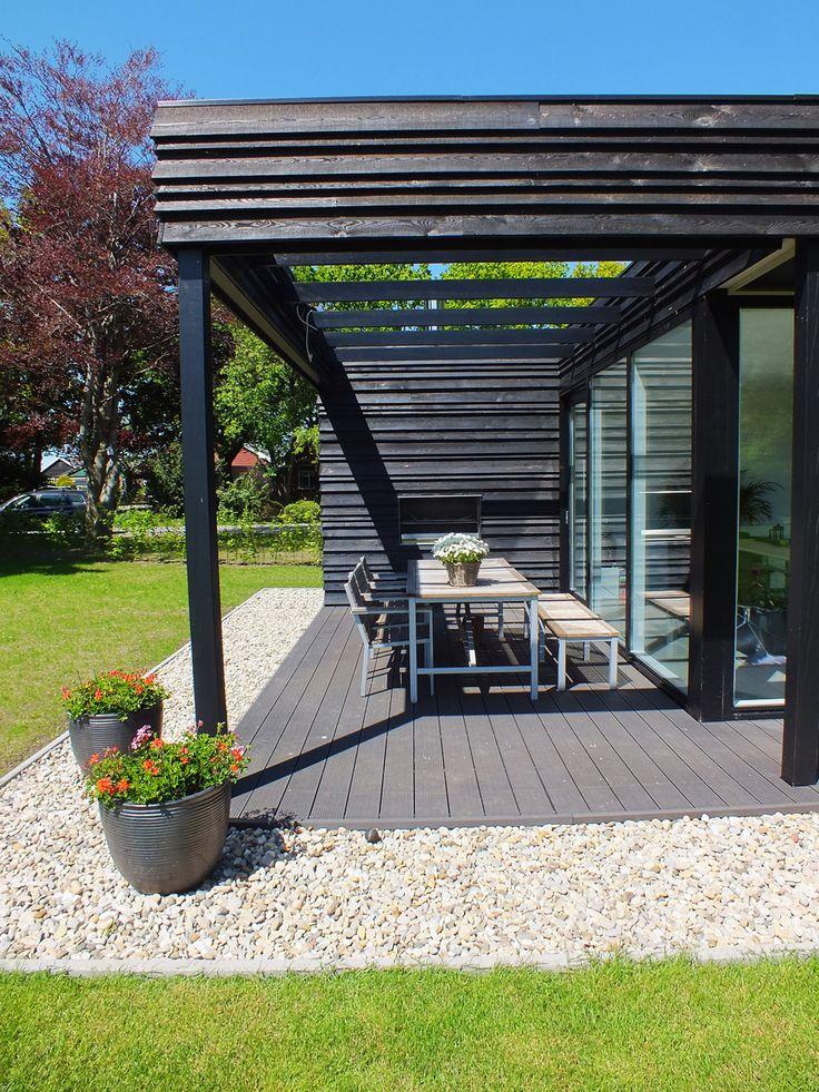 Koloniehuis Lohnislaan de Pol Koloniehuis de Pol architecture wood black countryside kolonie thatching roof / zwarte houten gevel