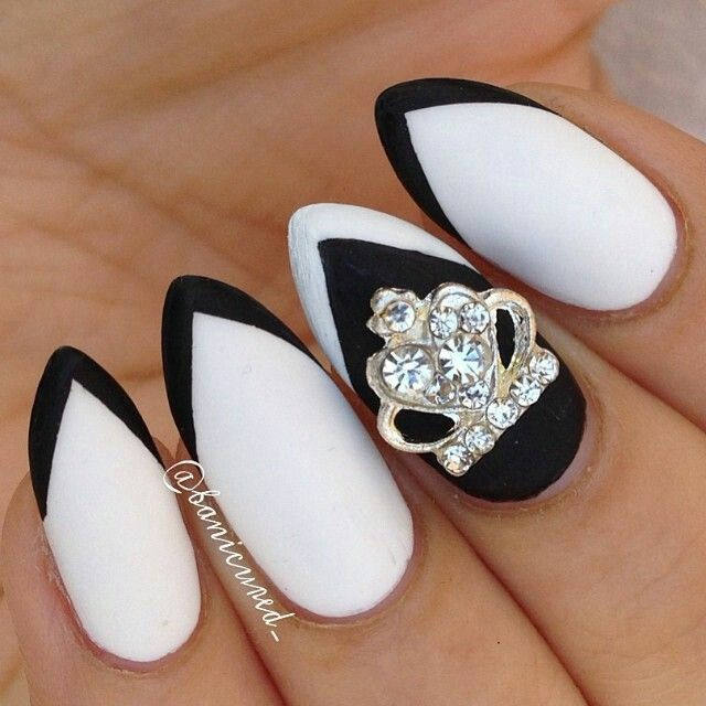 Black and white frenchtip crown nailart #nailart #nails #black #white #crown #frenchtip