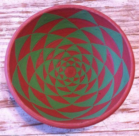 Bowl decoración mándalica con engobe y pasta de color con óxido de hierro.