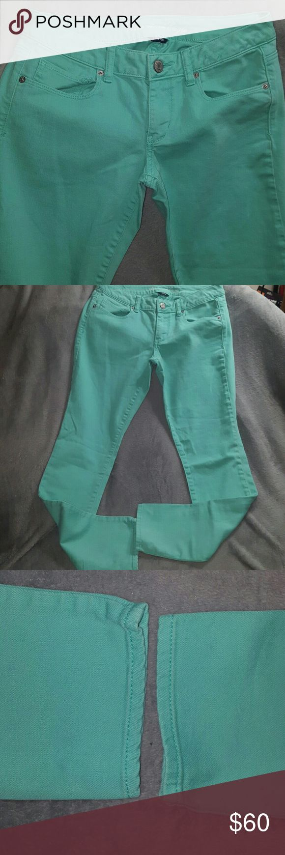 Sea Green SKINNY STRETCH JEANS NWOT American Eagle Sea Green SKINNY STRETCH JEANS ~ New without Tags ~ American Eagle Size 6 regular ~ 98% cotton 2% spandex. GORGEOUS COLOR FOR SUMMER! I ship daily. (#B1 location) American Eagle Outfitters Jeans Skinny
