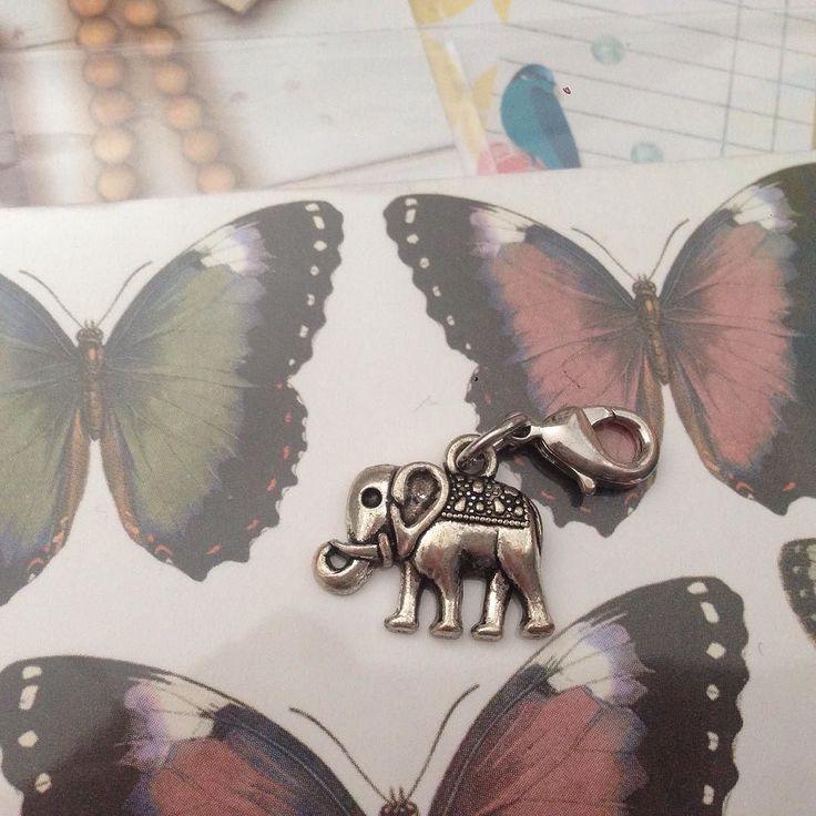 Creativa Nahansicht 3 #creativa #dortmund #creativa2016 #creativadortmund #creativadortmund2016 #creativadortmund16 #filo #stamps #tea #paper #filofax #filolove #filofaxdeutschland #filofaxlove #blue #washi #sticker by gurkensalat_._