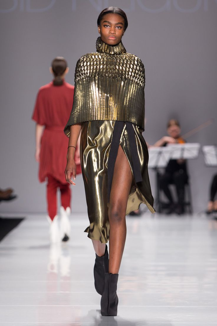 Sid Neigum Fall 2014: The designer takes fabric manipulation to new heights