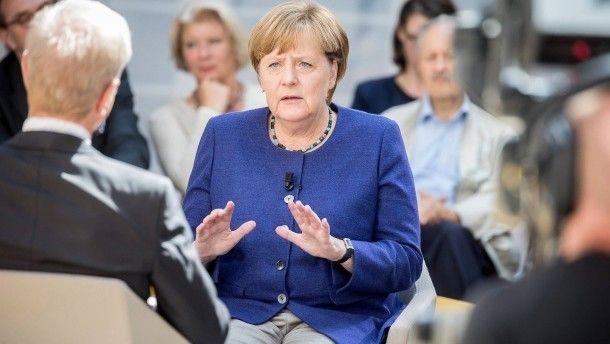 """Keine Präferenz? Bundeskanzlerin Angela Merkel (CDU) am Montag in Berlin bei der Aufzeichnung der Sendung """"Forum Politik"""" des Fernsehsenders Phoenix"""