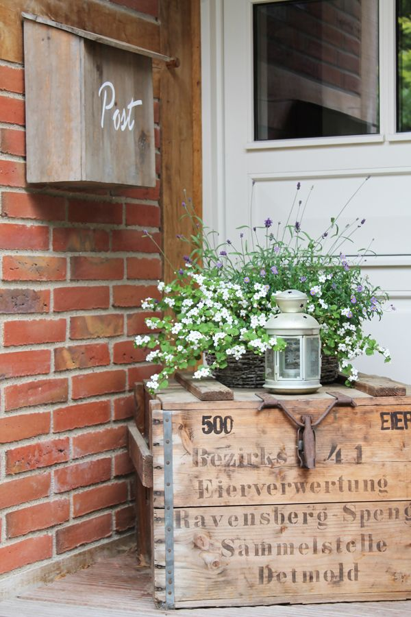 country porch / wood mailbox