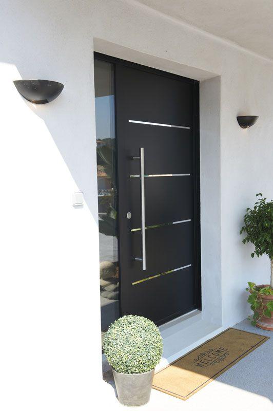 Porte d'entrée aluminium Zilten. http://www.m-habitat.fr/portes/types-de-portes/les-portes-d-entree-1627_A
