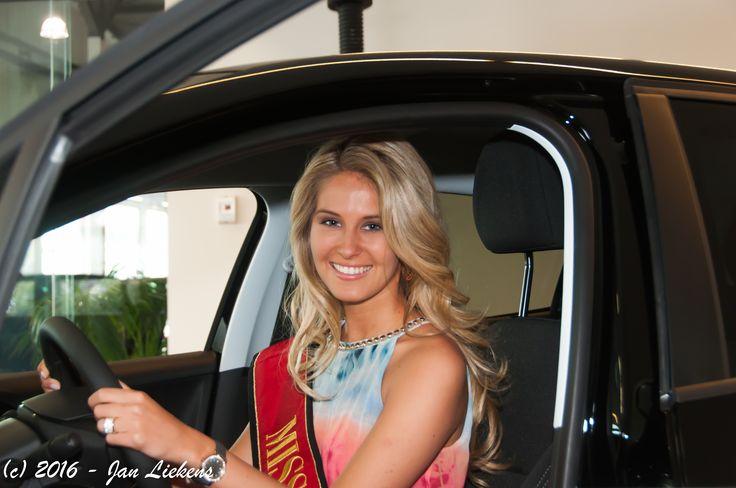 Lenty Frans Miss Belgium 2016 ontvangt haar droomwagen.  Naar jaarlijkse traditie mocht de regerende Miss België haar droomwagen ophalen in de Peugeot Antwerpen garage in Wilrijk. Een fotoimpressie van de officiële overhandiging. http://www.mediawatchers.be/nl/13/5809/Miss-Belgie-Lenty-Frans-ontvangt-haar-droomwagen