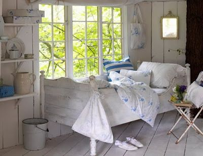 http://iheartshabbychic.blogspot.co.uk/2011/12/perfect-shabby-chic-vintage-bedrooms.html