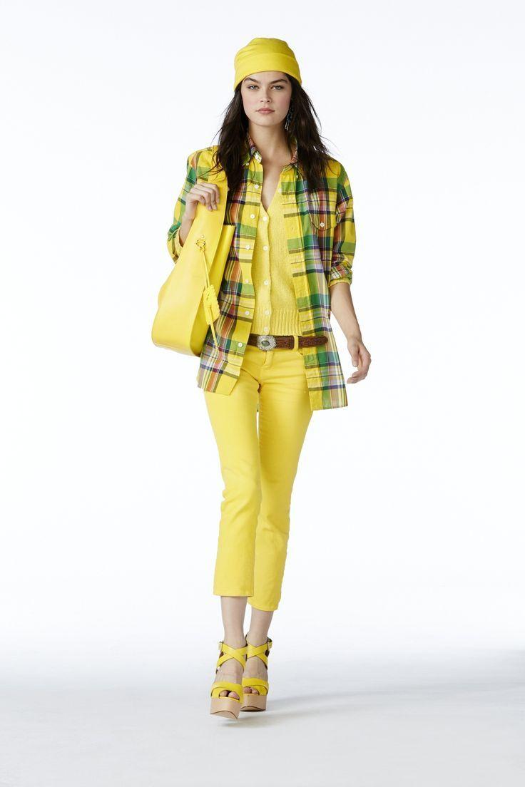 Collection POLO pour femmes Printemps 2015 : Chemise écossaise en coton, pull en coton jaune, jean en denim jaune, sac hobo en cuir jaune et sandales à lanières croisées en cuir vachetta jaune