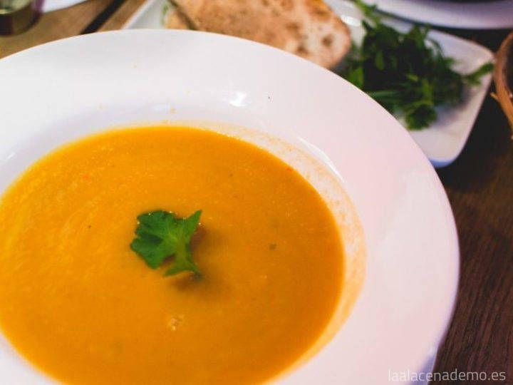Deliciosa crema de zanahoria, patatas, puerro y quesitos con Thermomix, para niños y grandes. Muy sencilla y rápida de preparar!