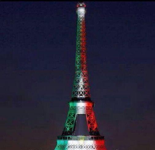 La Torre Eiffel es iluminada con los colores de la Bandera Mexicana