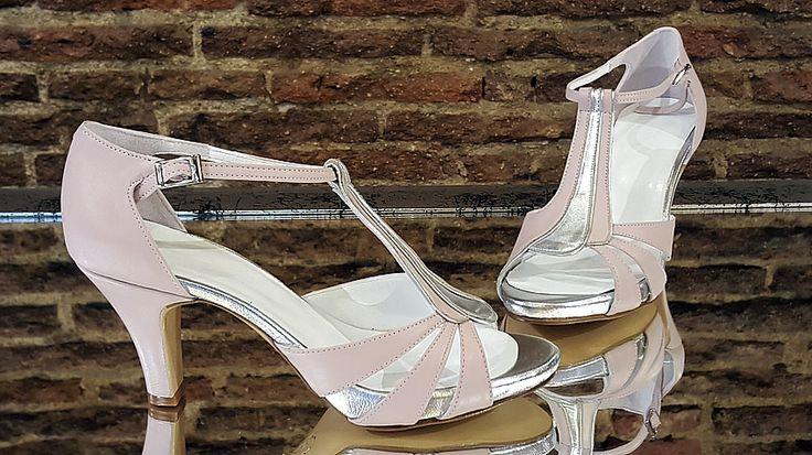 Sandalias combinadas en rosa palo y plata.