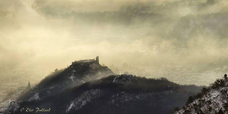 Alba sul castello di Avigliana  #myValsusa 13.01.17 #fotodelgiorno di Elio Pallard