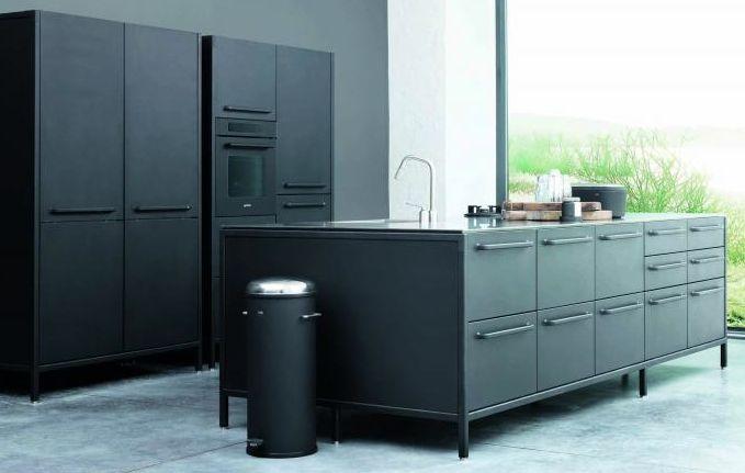 Zwarte keukenapparatuur volledig opgenomen door de zwarte keuken - Pelgrim