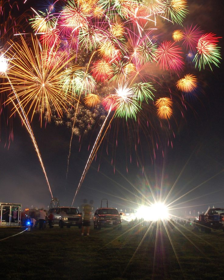 Fireworks!  http://www.digitalpicturezone.com/digital-pictures/35-spectacular-examples-of-fireworks-photography/