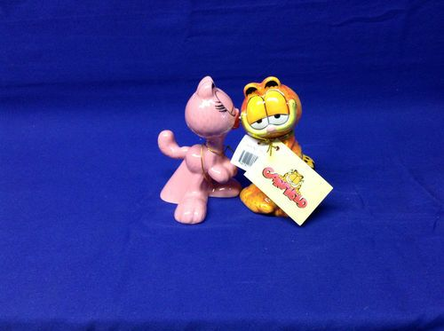 GARFIELD CAT & GIRL ARLENE SALT & PEPPER SHAKERS $12.99