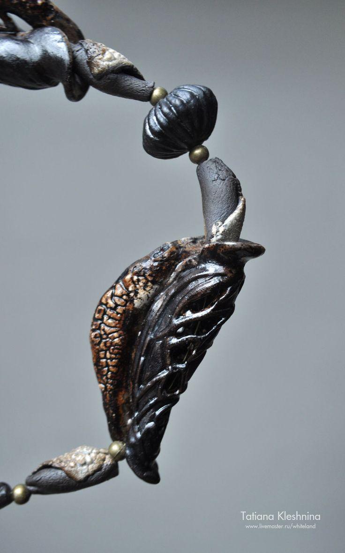 """Купить Ожерелье """"Листоед"""", черный фарфор. - авторский фарфор, купить необычное колье, стильное украшение"""