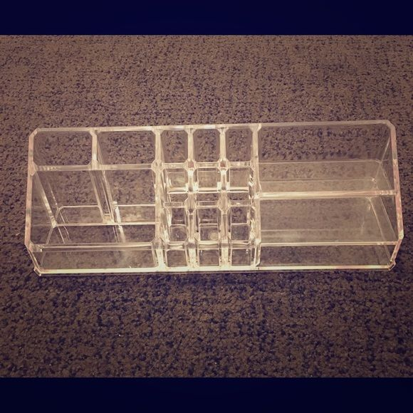 Clear Acrylic Makeup Storage Container Awesome condition. No cracks, thick quality acrylic. Makeup